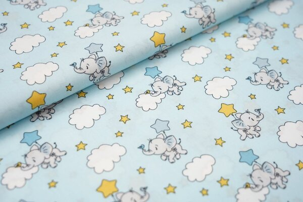 Baumwollstoff mit Baby Elefanten Sternen und Wolken auf babyblau