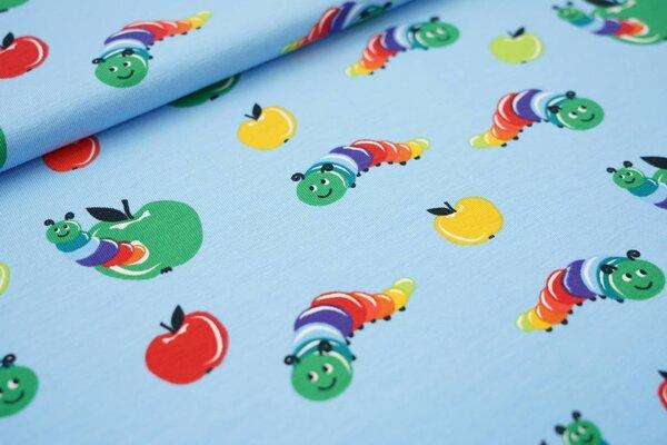 Baumwoll-Jersey bunte Raupen Würmer und Äpfel auf hellblau Wurm im Apfel