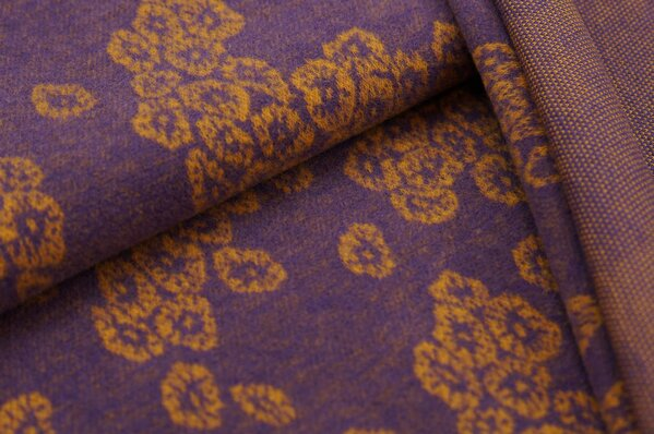 Kuschel Jacquard-Sweat Max senf Blüten Muster auf lila