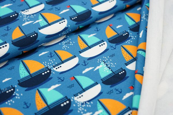 Traumbeere Baumwoll-Sweat Digitaldruck maritim viele Boote Wolken Anker auf petrol