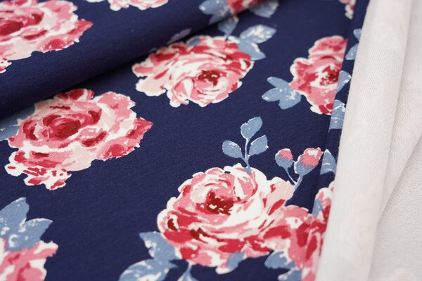 Baumwoll-Sweat mit großen Rosen Blumen auf dunkelblau