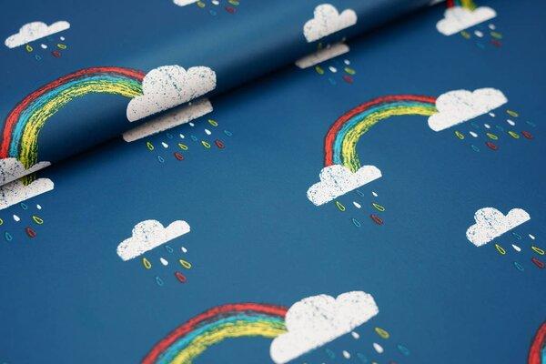 Regenbekleidungsstoff mit Regenwolken / Regenbogen auf petrol Regenstoff