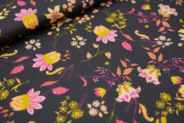 Baumwollstoff mit Blumen auf schwarz mit pink / rosa / orange / rot / oliv