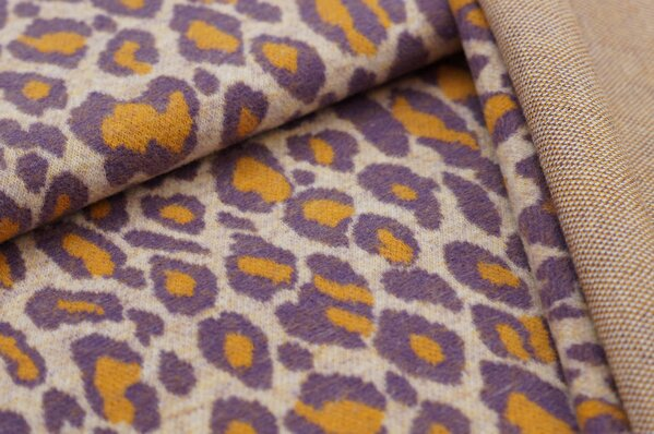 Kuschel Jacquard-Sweat Max Leoparden Design off white / lila / senf