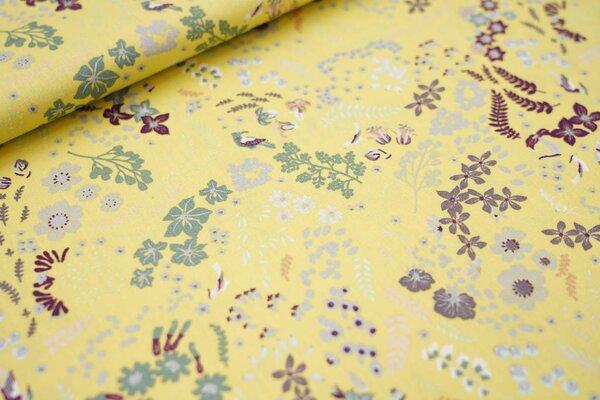 Baumwolle mit Blumen und Blättern auf gelb