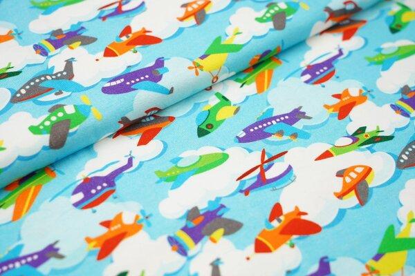Baumwoll-Jersey mit bunten Flugzeugen und Wolken auf hellblau