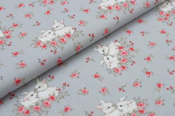Baumwollstoff Baumwolle mit Hasen Kaninchen und Blumen grau / rosa / weiß