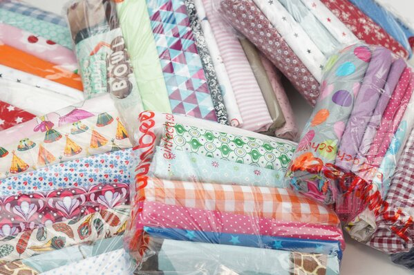 Stoffpaket Baumwolle Mix 3 m verschiedene Farben / Muster gemischt
