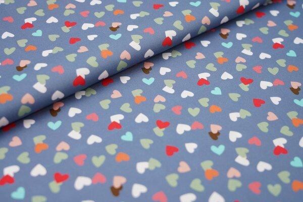 Baumwollstoff mit bunten Herzen auf jeansblau