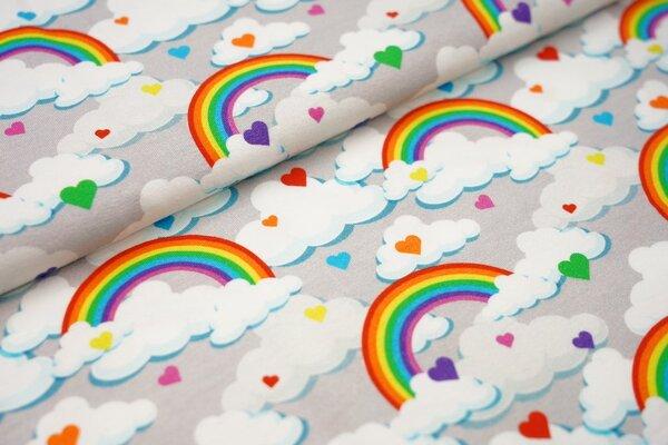 Baumwoll-Jersey mit bunten Regenbögen Herzen und Wolken auf hellgrau Regenbogen
